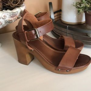 Beautiful stylish Mia sandal heels. Size 6 leather